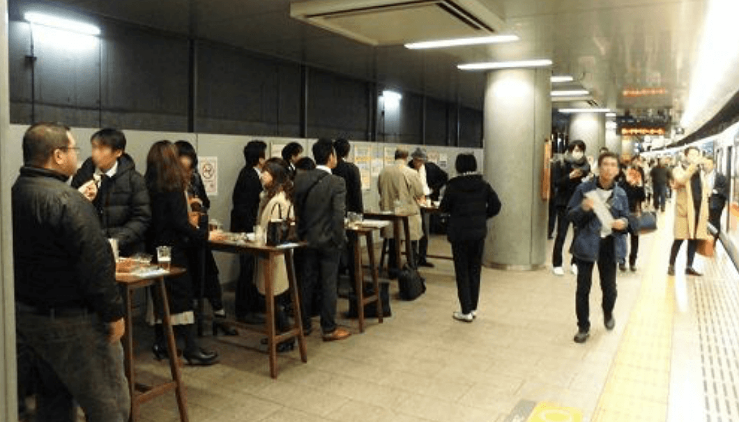 Platform 3 of Nakanoshima Station become sake bar
