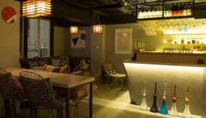 """Japanese Sake Brand """"The Sakeraku"""" Begins Collaboration with """"AWA TESHA LOUNGE"""" in Hong Kong"""