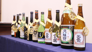 A lineup of IWC Gold Medal sake. Gekkeikan's Tokusen second from right.