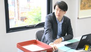 Taiji Okura at desk