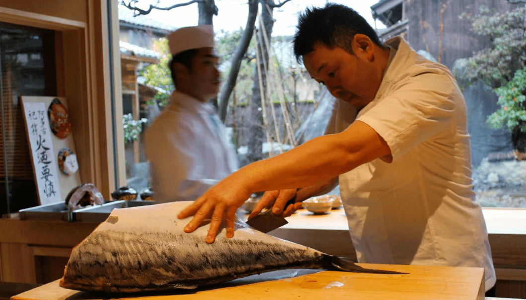 Preparing the Himi amberjack before our eyes